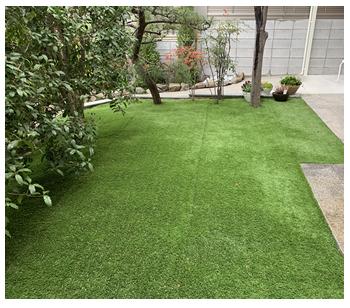 人工芝にしても、くつろげる空間になりますね。