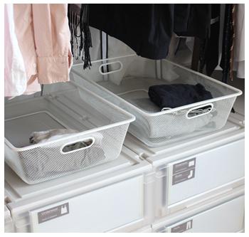 こちらが衣類「一時置きカゴ」です。浅くて通気性の高いものを選びました。現在販売されていませんが、同じような商品が違うシリーズで販売されています(IKEA/JONAXEL)