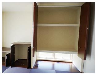 無事、棚板は正しい位置に設置されました。