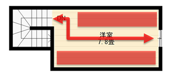 入り口を壁面に付けると、壁に沿った動線スペースが必要なため壁面に物が置けなくなります。通路もジグザグとなり、同じ面積の屋根裏収納でも、通路のために収納力が損なわれてしまいますね。