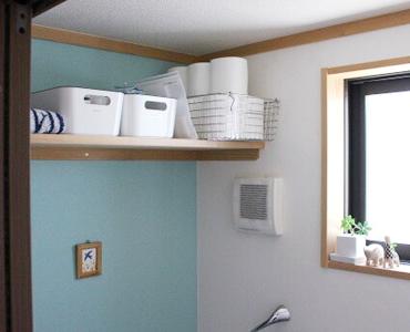 3階のトイレの造作収納棚。