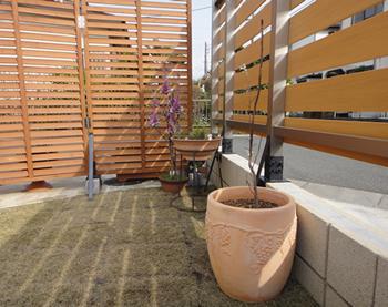 囲われたフェンスの内側はプライベートなスペースとして、かなり安心感が高まった気がします。