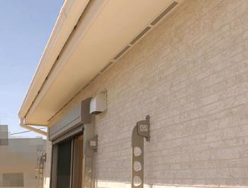 柱なしタイプの屋根は、壁に設置している物干しの位置を少し下にずらさないといけないということが判明しました。