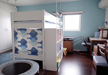 二段ベッドを設置したり…成長に伴って家具が増え、そのたびにレイアウトを変更してきました。