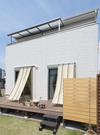 一階は日よけにオーニングを設置していますが、いつか一階にもテラス屋根をつけられないかと密かに画策しています。