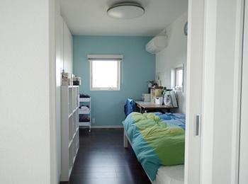 長方形の間取りで、思っていたより奥行き・広さを感じる子ども部屋になりました。