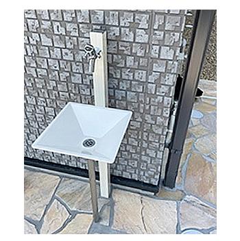 玄関まわりにあると、なにかと便利な水栓の需要が、さらに高まっています。