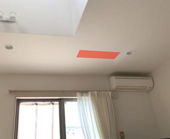 バルコニーに設置した、室外機は1階リビングの天井の位置になります。振動がリビングに響かないかも気になっていました。
